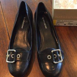 Naturalizer black leather flat shoes